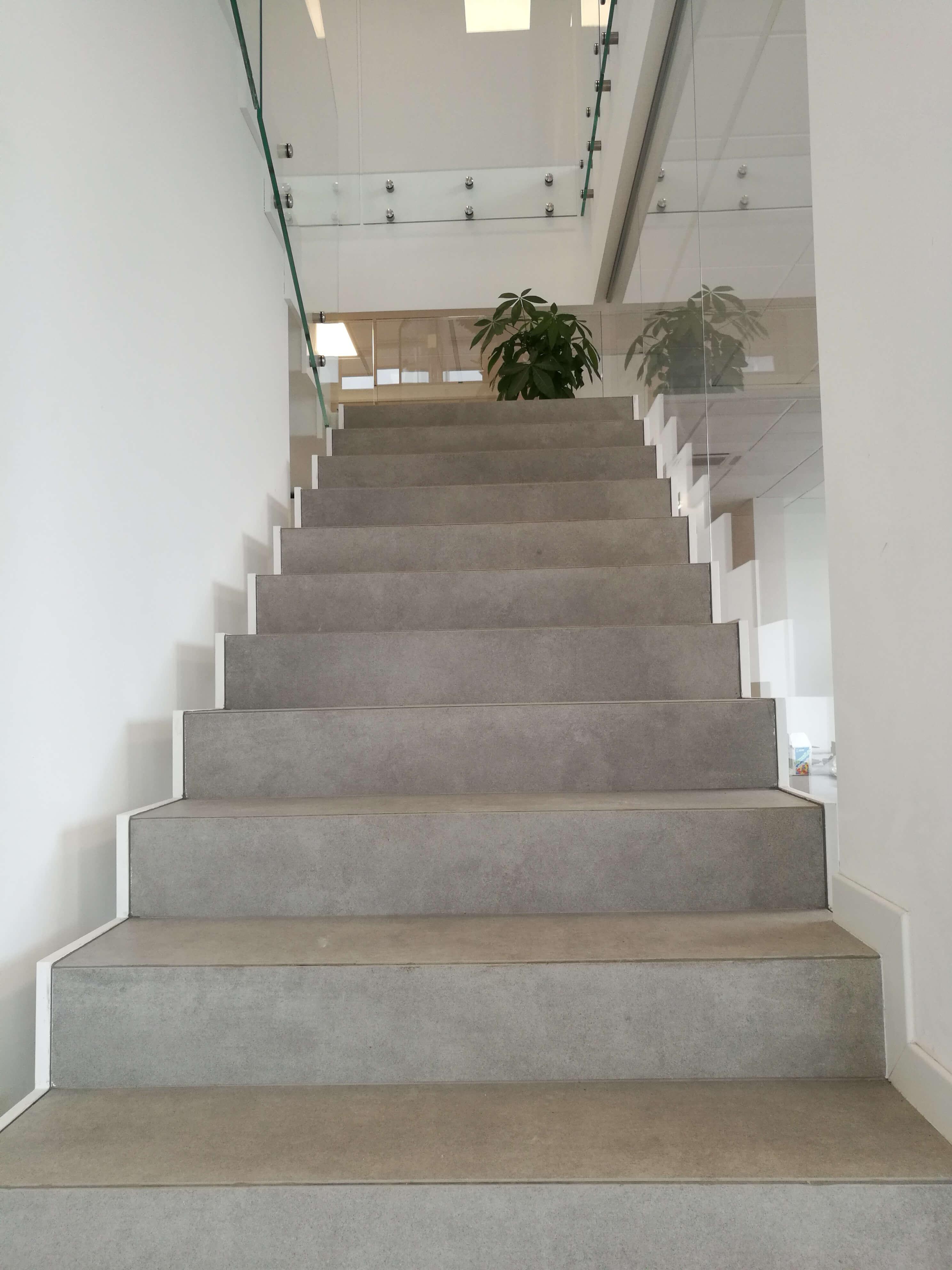 Rivestimenti Scale Interne Gres Porcellanato scale interne uffici - lupia pavimenti